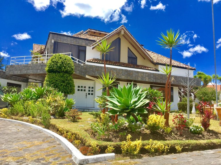 House For Sale in Capelo