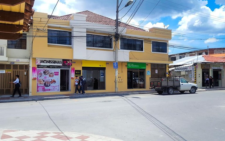 Mixed Use Building For Sale in Loja
