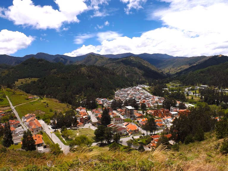Rodríguez Witt: Mountain Home Construction Site For Sale in Loja