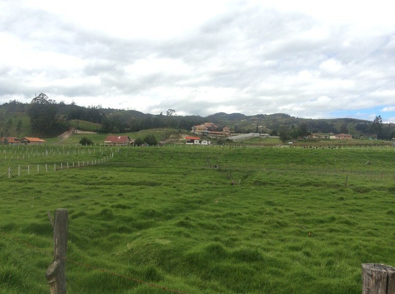 Countryside home construction site for sale in tarqui cuenca welcome to ecuador english - Countryside homes parents welcoming ...