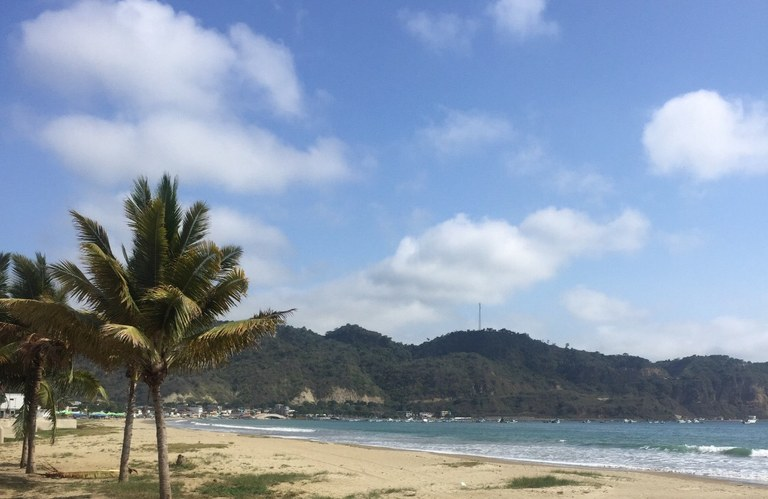 Puerto Cayo: Oceanfront Home Construction Site For Sale in Puerto Cayo