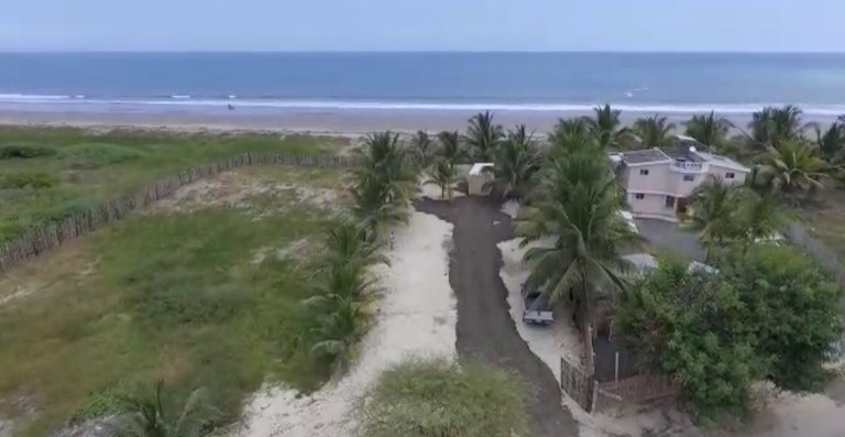 3,800m2 of Oceanfront in Crucita.