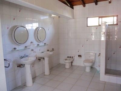 26 Main Hacienda Master Bathroom.jpg