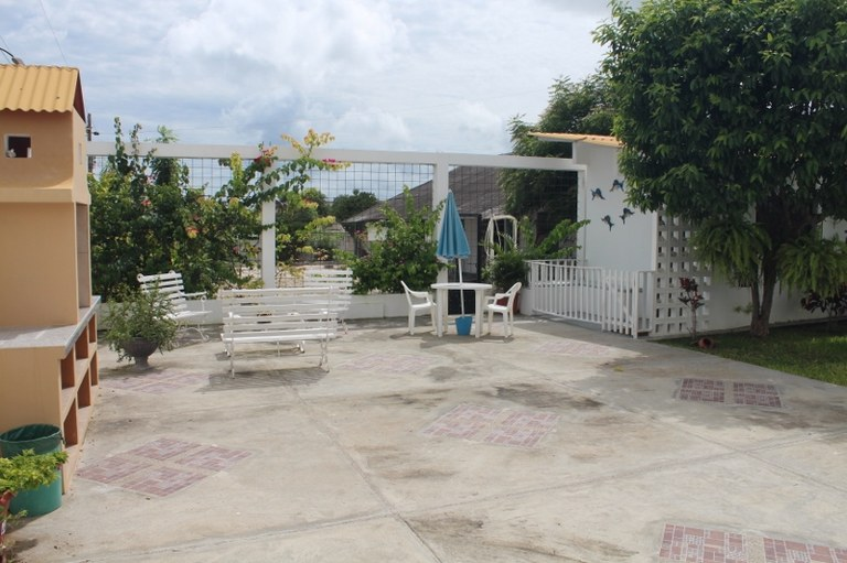 Near the Coast House For Rent in Ballenita