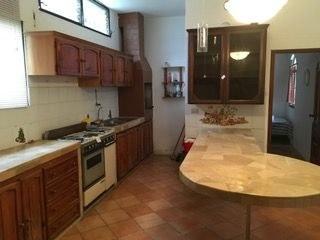 Kitchen With Large Peninsula