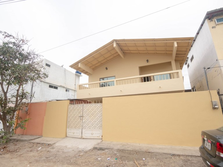 CONTEMPORARY REMODELED 3 BR CLOSE TO THE BEACH HOUSE
