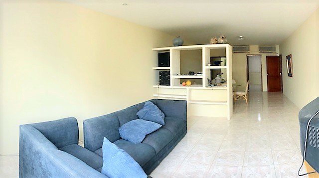 AMPLE CONDO ONE BLOCK FROM THE BEACH DOWNTOWN SALINAS