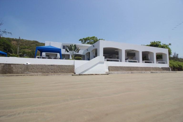 Beachfront home that feels like hotel!