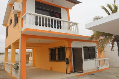 Beach House in Great Location: The house can be rented Furnished or Unfurnished. Depending on Your Needs. Quiet Area Close to the Beach. Long Term Preferred.