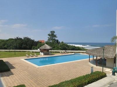 Oceanfront Pool area - piscina frente al mar