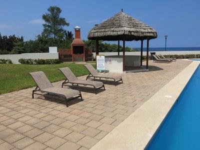 Pool and beach views - vistas al mar y piscina