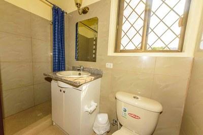 Beach-House-Peter-Guest-Bathroom-1200.jpg