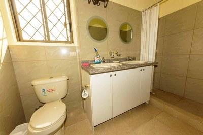 Beach-House-Peter-Master-Bathroom-1200.jpg