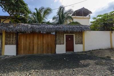 Beach-House-Peter-Front-Gate-1200.jpg