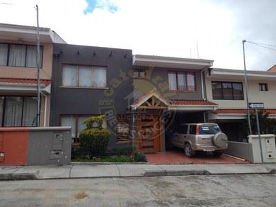 Villa For Sale in Misicata