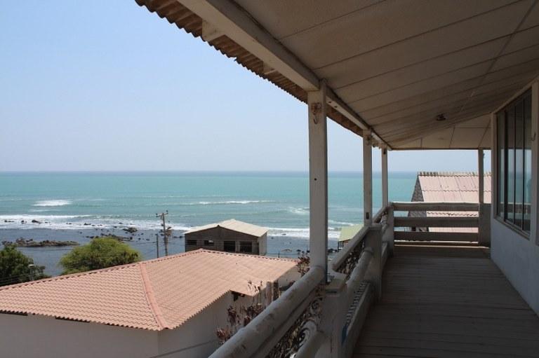 Near the Coast House For Sale in Ballenita