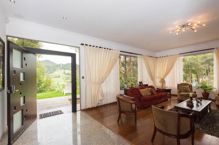 Haus Am Berg In Tarqui Cuenca Zum Verkauf Privatimmobilien Am