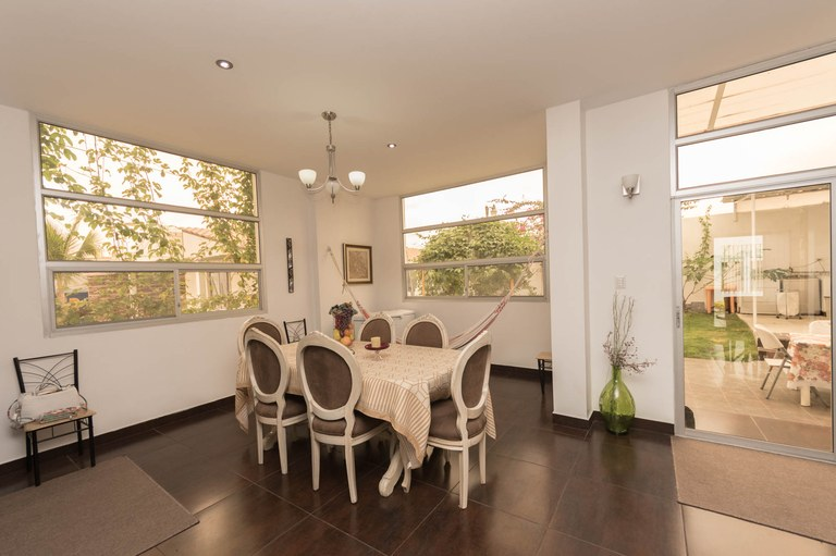 Offer Price!!Amazing 2 story Home Near Manta City Center