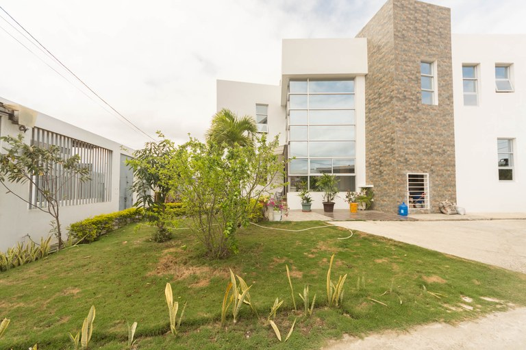 Hot Price!!Amazing 2 story Fully Furnished Home Near Manta