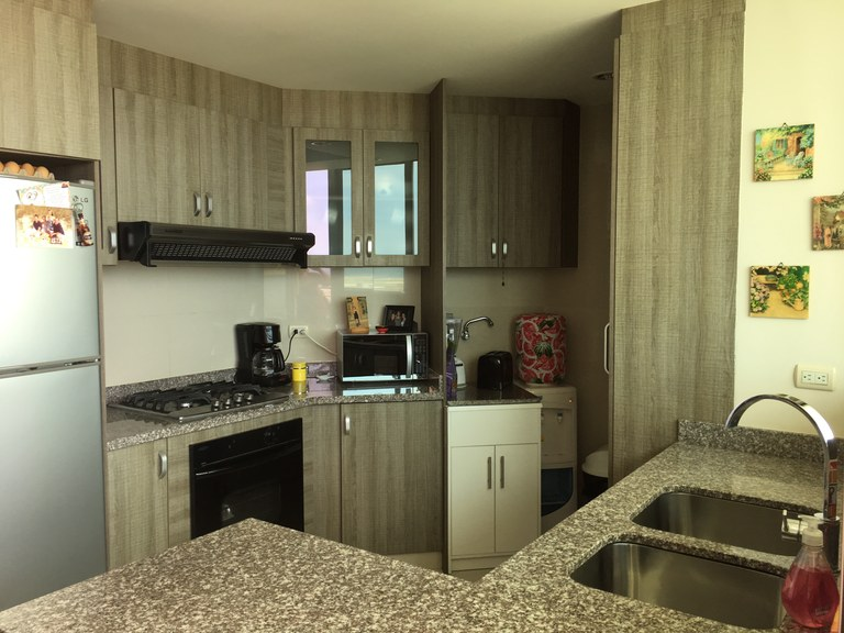 Modern 2 bed/2 bath fully furnished unit: In Salinas with enormous balcony
