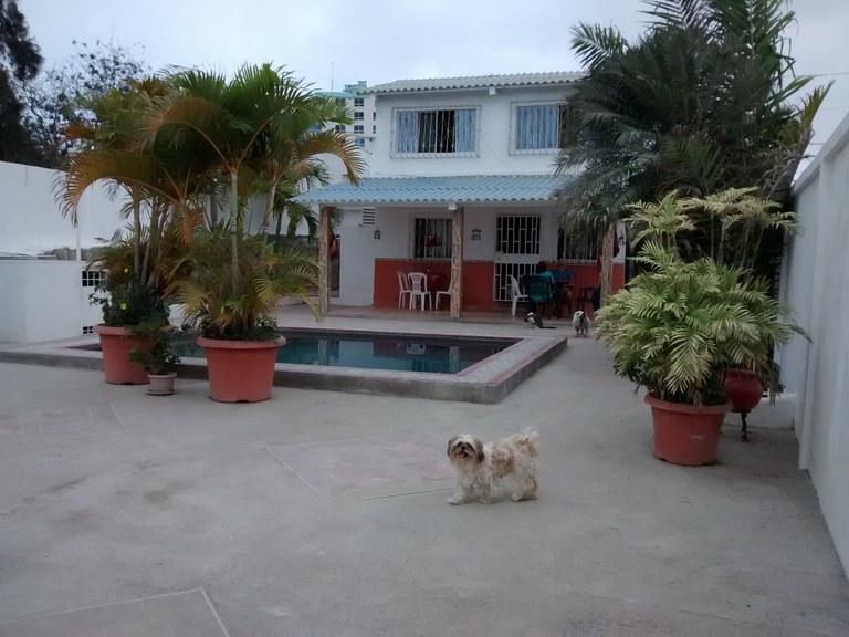 Cozy Salinas beach home with pool