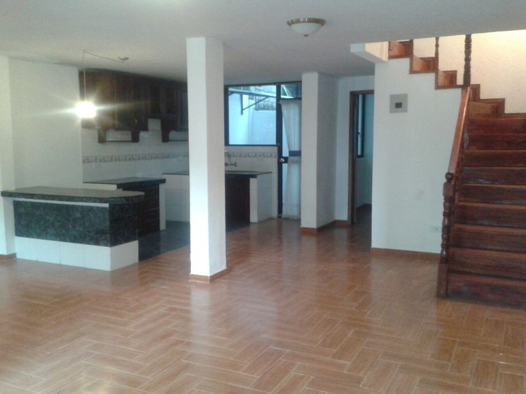 AY0001: Spectacular 2-story, 3BR home in Quito, at an incredible low price!