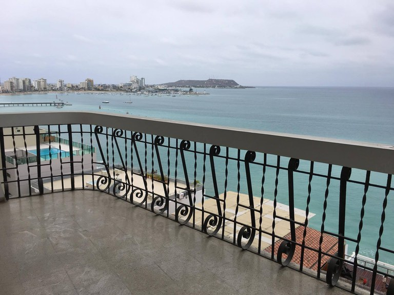 All I want for Christmas is a real good tan…and this oceanfront condo!!!