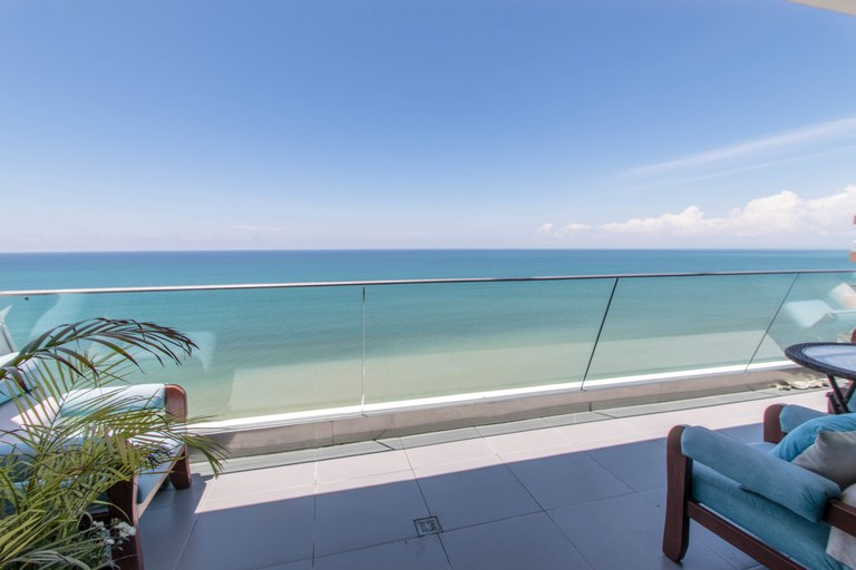 Oceanfront Condominium For Sale in Manta