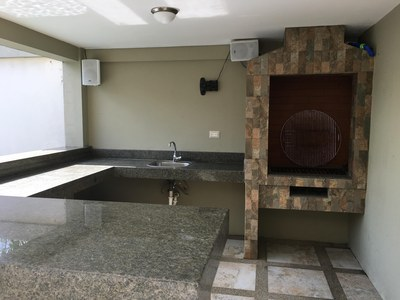 BBQ and wet bar area.jpg