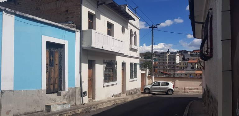 3 Story House for Sale with 2 independent condos - Investment Opportunity, Perfect location in Downtown of Quito