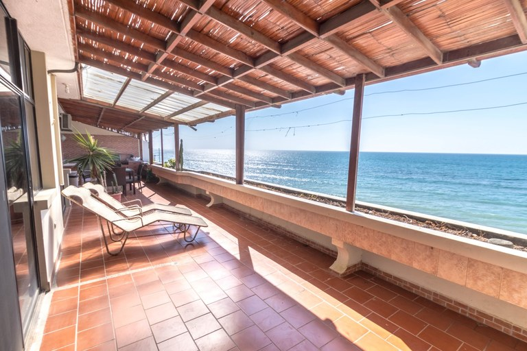 Large beachfront condo with open terrace!