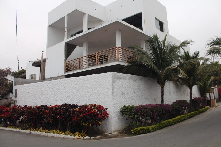 Near the Coast House For Sale in Punta Blanca