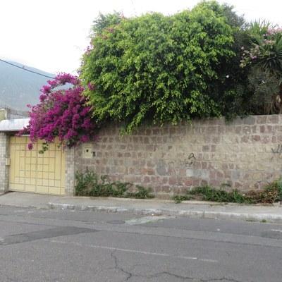 House For Sale in Mitad del Mundo