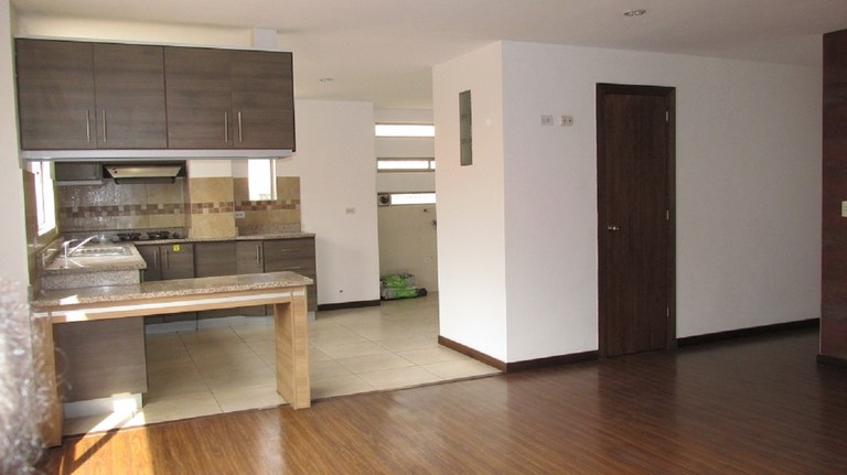 Three Bedroom/Three Bathroom Condo in Popular Expat Neighborhood – Asking only $120,000!