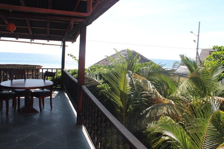 Manglaralto-Steps to the Sand: Se Vende Casa Cerca del Mar en Manglaralto