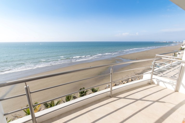 Se Vende Condominio Frente al Mar en Manta Beach